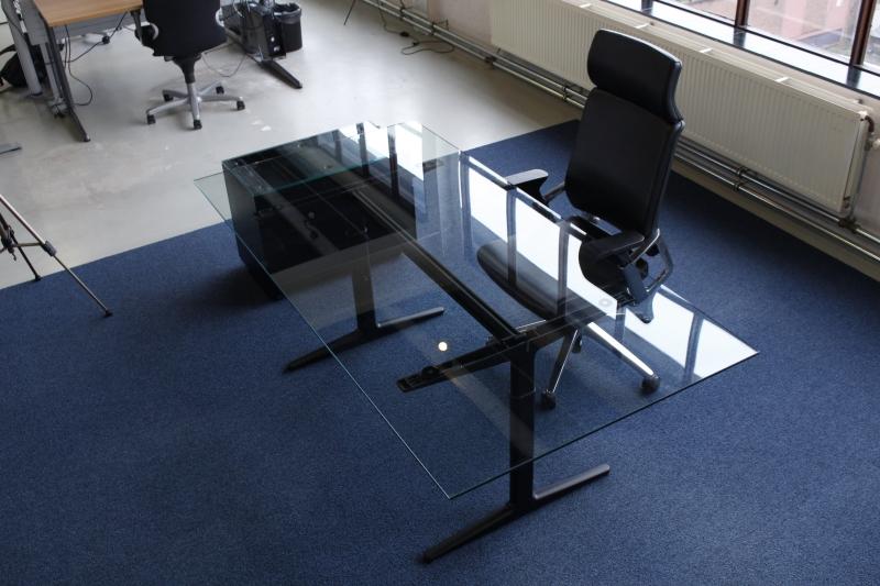 4013 glass ahrend mehes directiebureau 200x100 cm for Bureau 100 cm