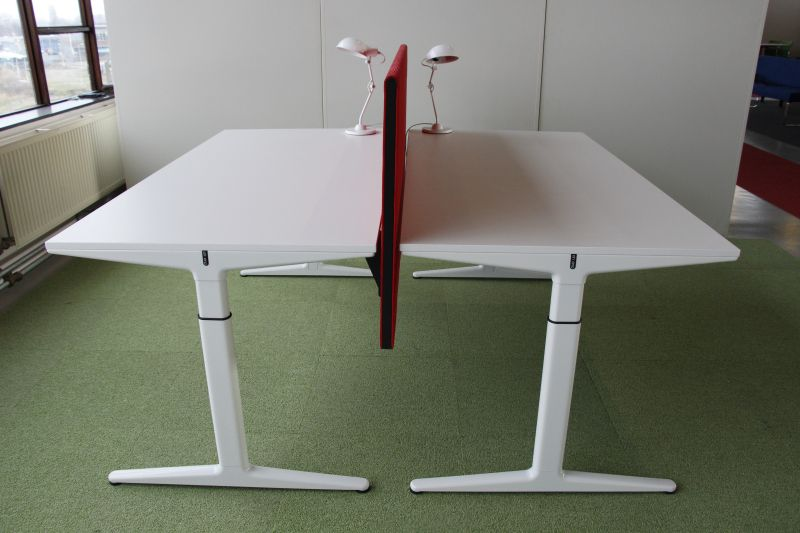 4013 Wit gerecyceld Ahrend Mehes bureau