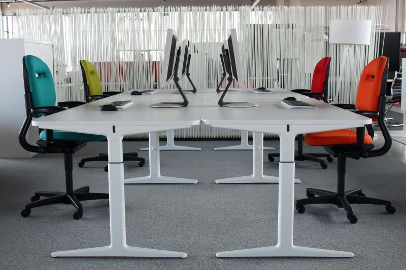 4013 White Ahrend Mehes bureau 180x90 cm wit - Goedkoopinrichten.nl