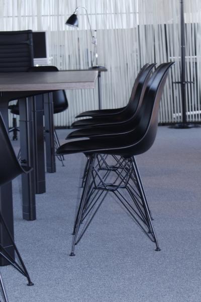 Design stoel zwart op zwart gecoat onderstel - Zwart gecoat ...