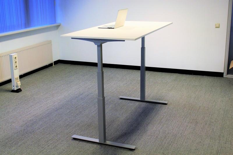 Electrisch verstelbaar zit sta bureau zilvergrijs prestige for Bureau zit sta
