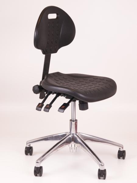 Lage zwarte werkstoel for Zwarte ladeblok