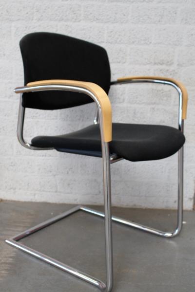 Zwarte stapelstoel drabert verchroomd frame for Zwarte ladeblok